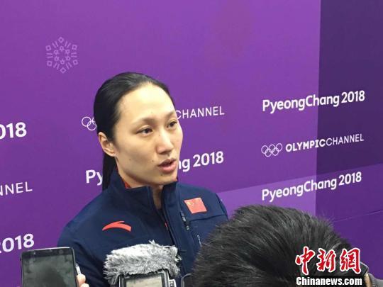 张虹接受媒体采访。 卢岩 摄