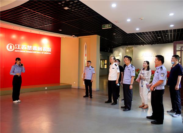 江苏省禁毒办组织禁毒社会化工作办公室全体人员参观江苏禁毒展览馆并座谈升级布展工作