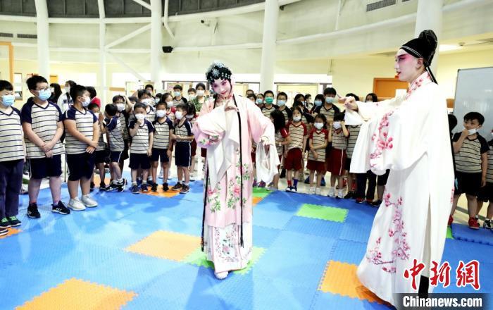 台湾学生苏州亲身体验非遗传统之美