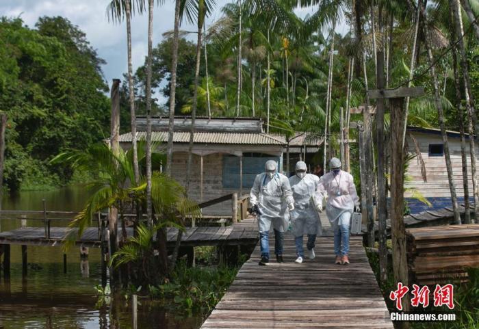 巴西疫情持续恶化,图为该国的医务工作人员。