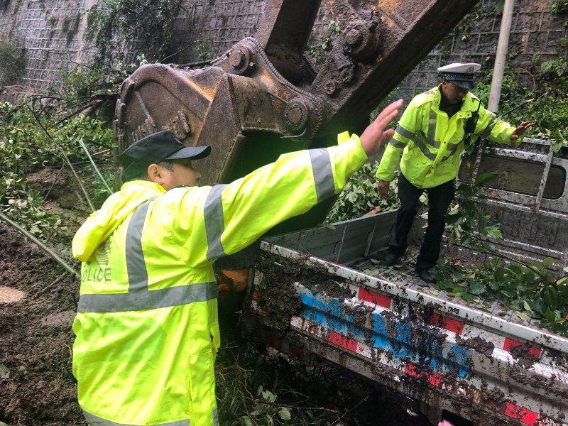 云南怒江贡山投入警力600余人次参与防汛救灾