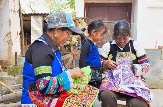 昌宁苗族群众人均可支配收入5年增长166%