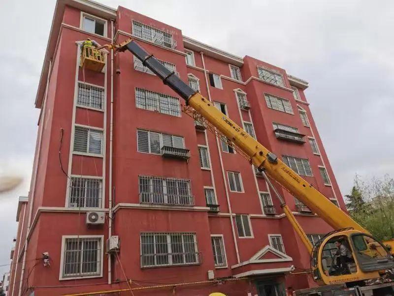 胶州启动小区改造工程,已有6栋楼完成全部拆除