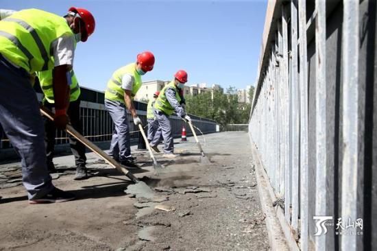 乌鲁木齐11座人行天桥立交桥开始维修整治