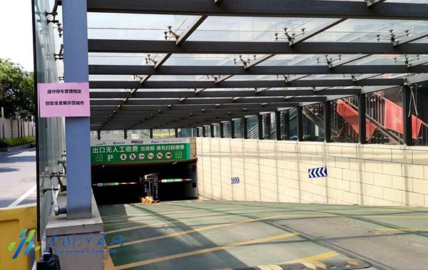 """缓解老旧小区停车难 南京这个街道3家单位""""共享""""550个车位图片"""