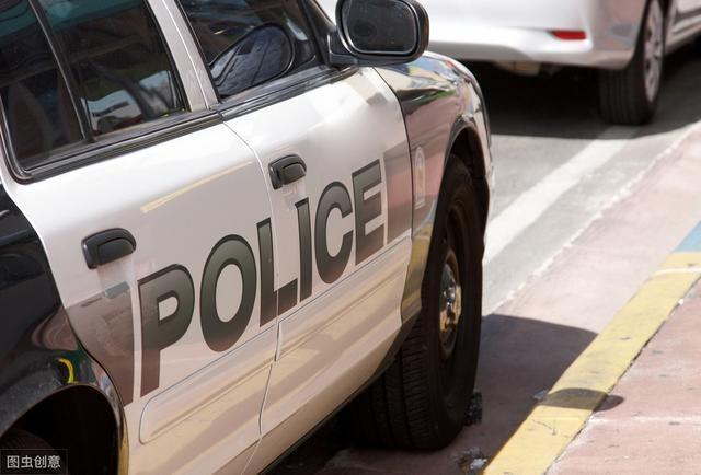 美国暴力执法致死事件中的前警员保释金定为50万美元,其妻子已提出离婚