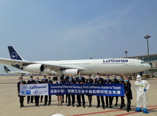 天富,莎航空特别天富包机飞抵天津还有一班将抵上图片