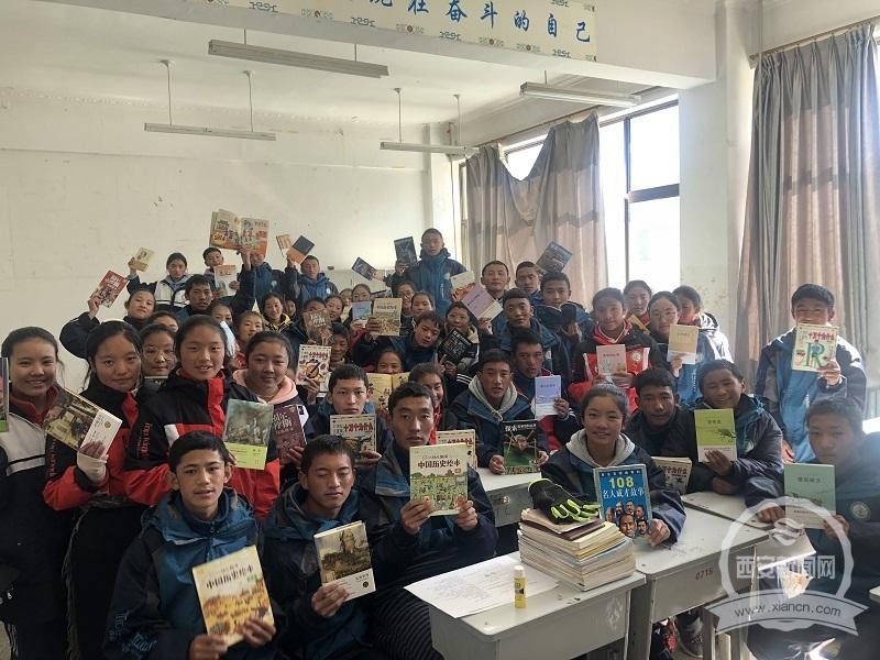 """援藏中学教师建设""""晨光书屋"""" 用阅读之光指引孩子前行之路"""