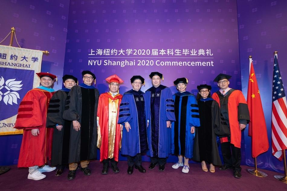 """上海纽约⼤学本科生""""云毕业"""",马云致辞中与年轻人谈什么?"""