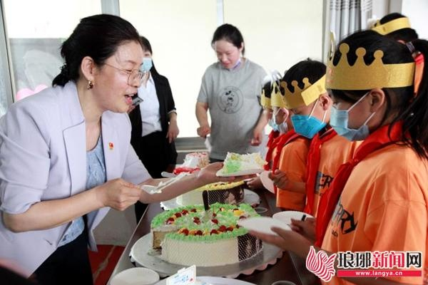 """临沂市财政局工作组在沂南举办""""六一""""助童活动"""