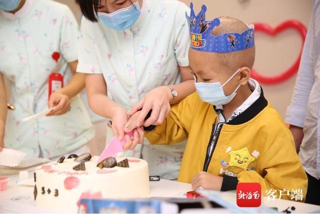 """暖心!儋州8岁男孩患肿瘤住院 病房里护士为他过""""儿童节"""""""