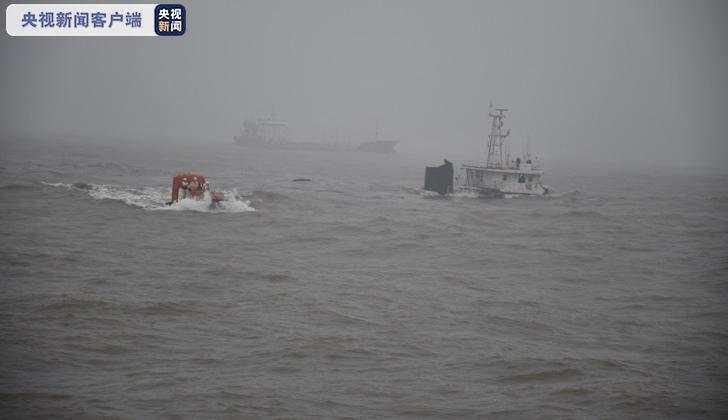 宁波象山海域货船搁浅,13名船员获救1人失踪