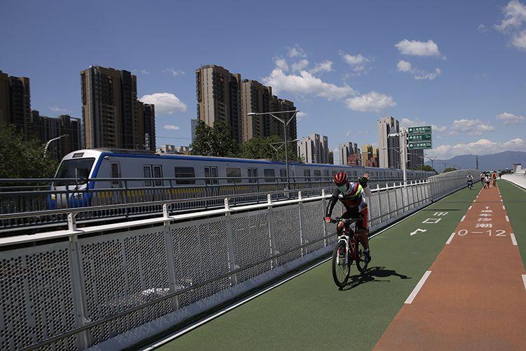 自行车专用路启用一年 总骑行量突破140万次|组图图片