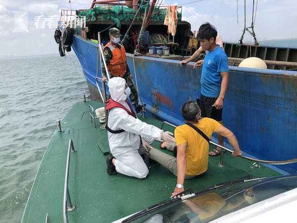 渔民突发急性阑尾炎 海口海警局紧急救助图片