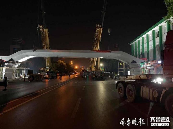 """滨州""""鑫岳""""桥主体吊装完成 预计5月10日达通行条件"""