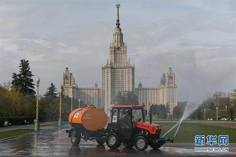 ▲4月24日,在俄罗斯首都莫斯科,市政车辆进行消毒作业。新华社发(叶甫盖尼·西尼岑摄)