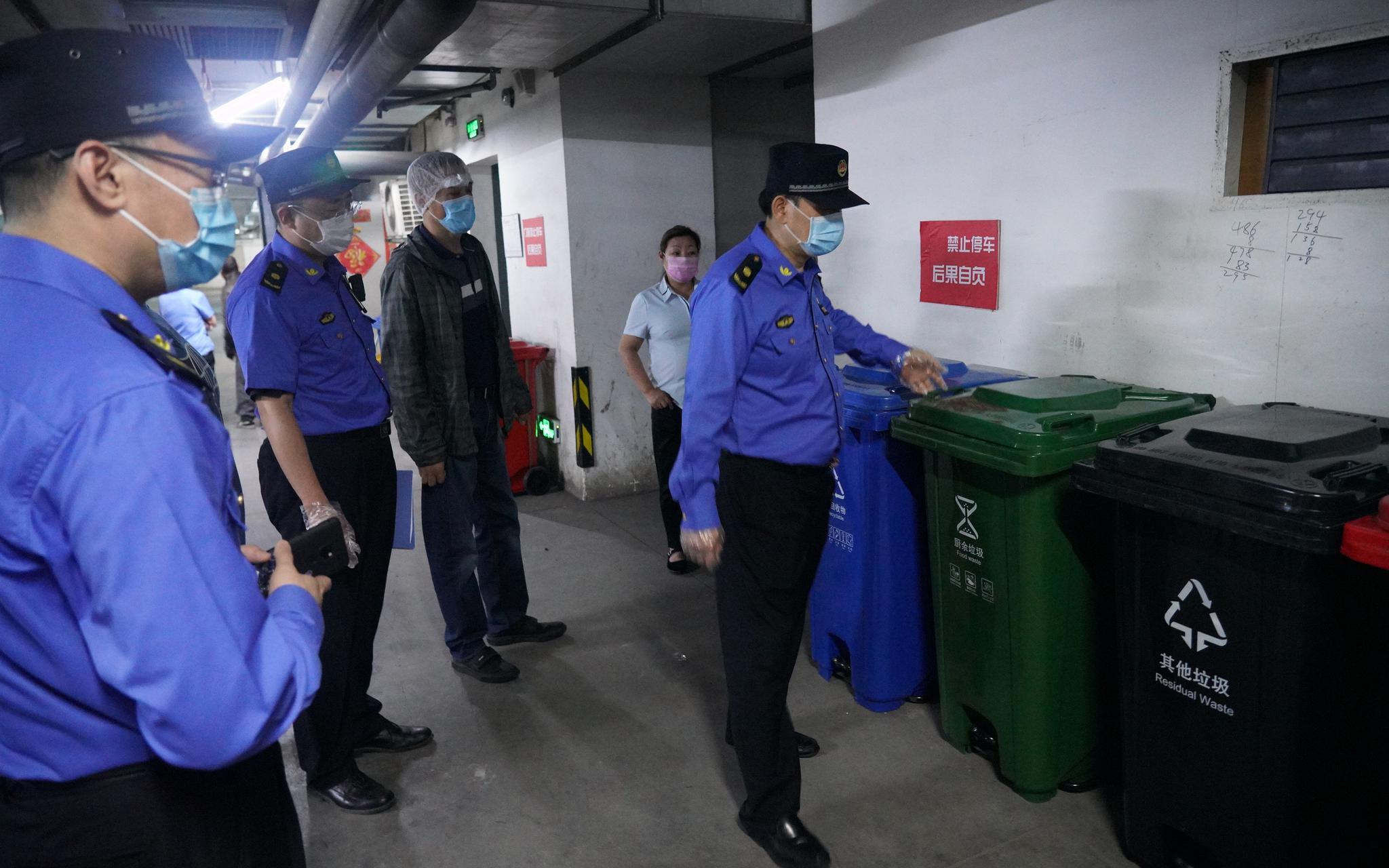 天富京城管突击检查商场垃圾天富分类部分商图片