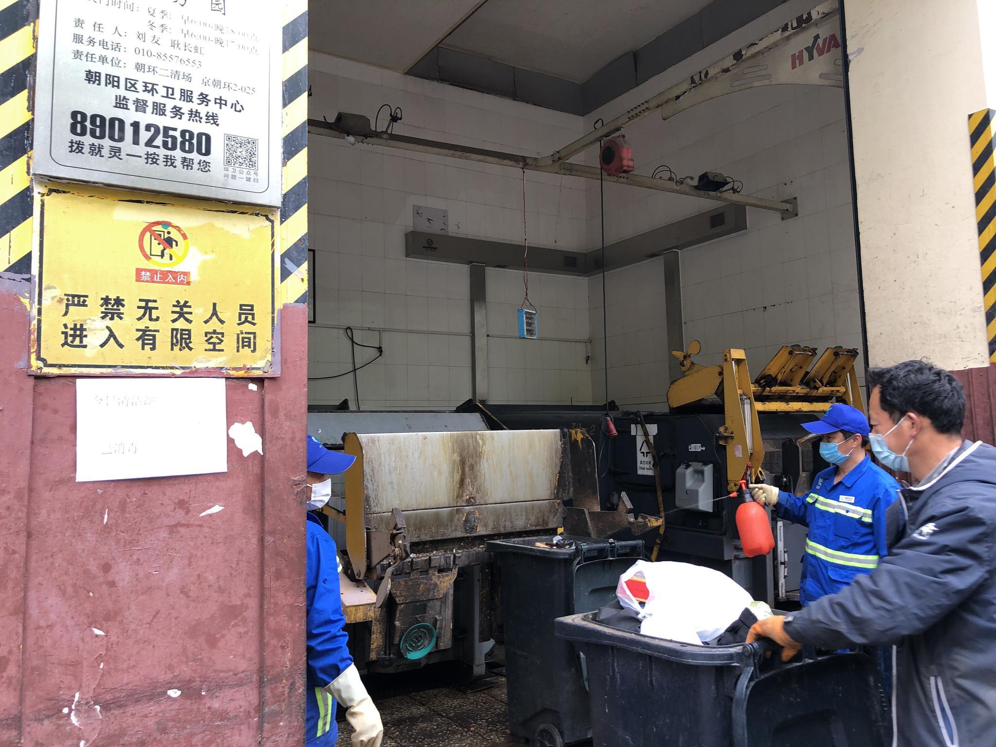摩天注册:突击检查垃圾分类部分垃圾摩天注册桶破图片