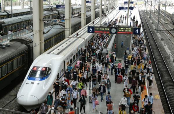 [摩天平台]五一小摩天平台长假全国铁路图片