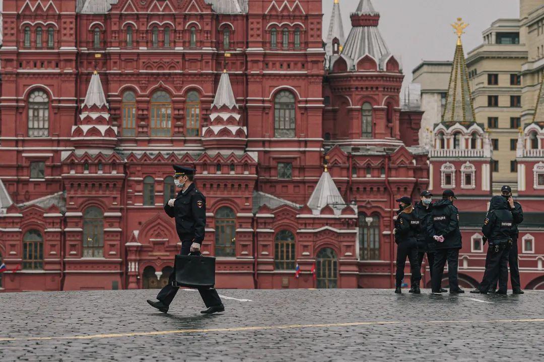 ▲5月4日,警察在莫斯科红场。(叶甫盖尼·西尼岑 摄)