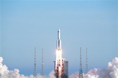 长五B火箭首飞成功 搭载新一代载人飞船试验船入轨图片
