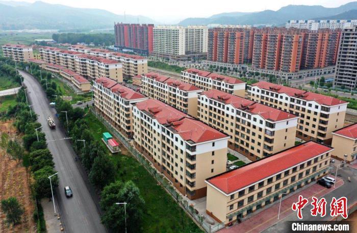 图为和顺县一个易地搬迁集中安置点。 卢煜 摄