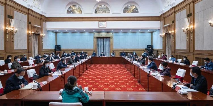 余艳红书记在哈尔滨召开座谈会,听取黑龙江省疫情防控事情报告,反馈督导意见