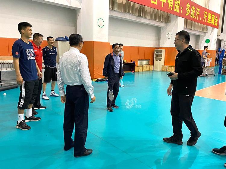 排球运动员改打羽毛球?山东体彩男排训练玩出新花样