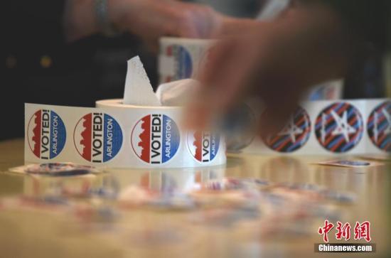 资料图:美国民众在投票点投票。中新社记者 陈孟统 摄