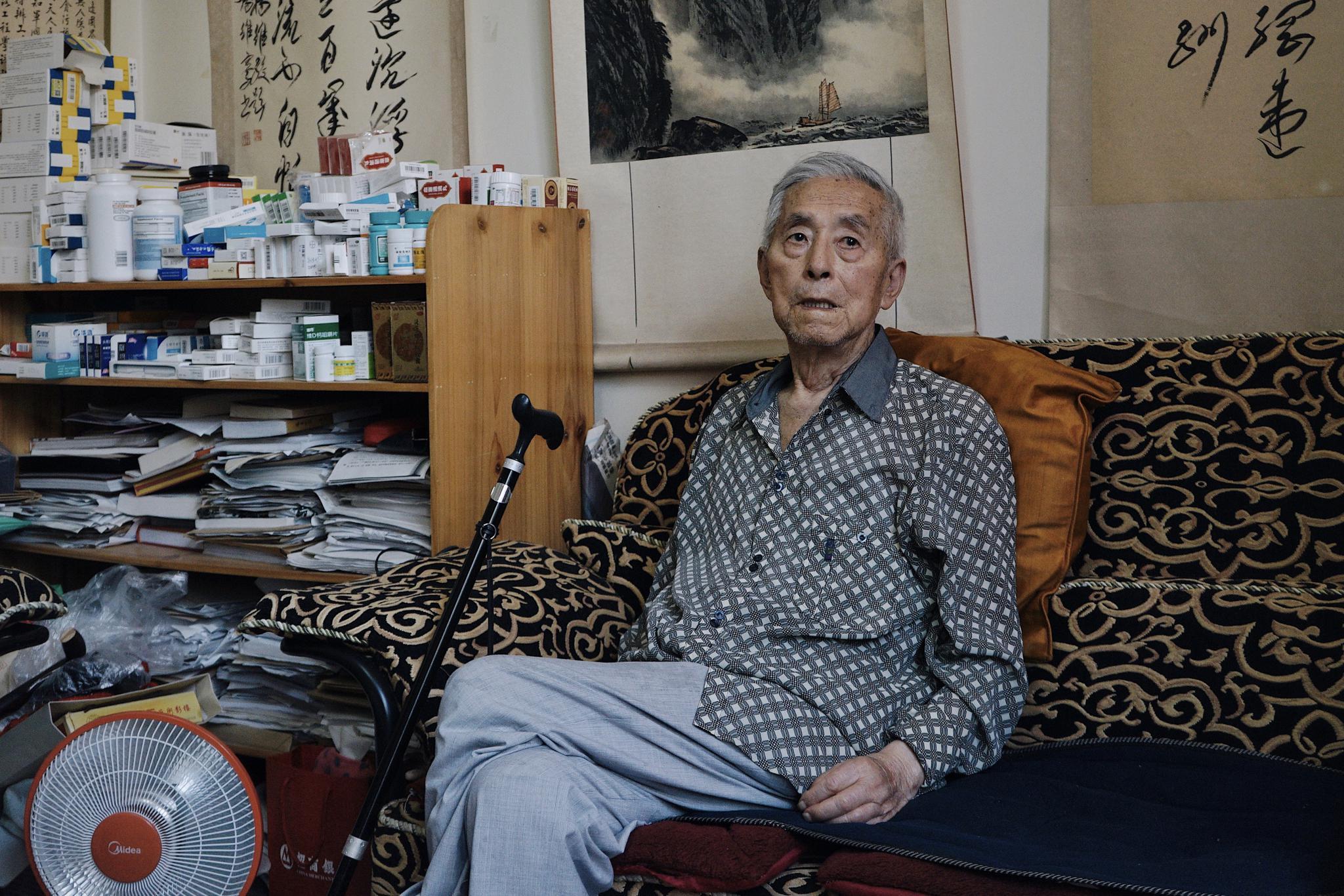 [摩天开户]杨维骏因着凉引发肺炎去摩天开户世享年图片