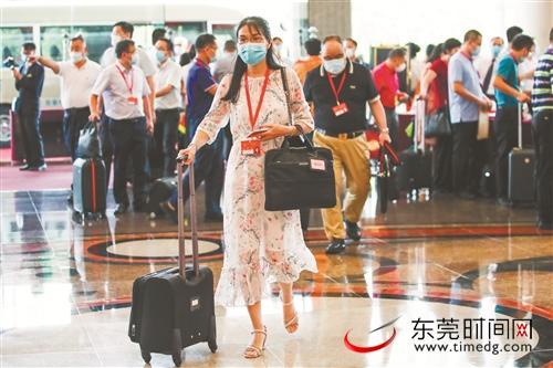 东莞市十六届人大六次会议即将开幕,436名人大代表向大会报到图片