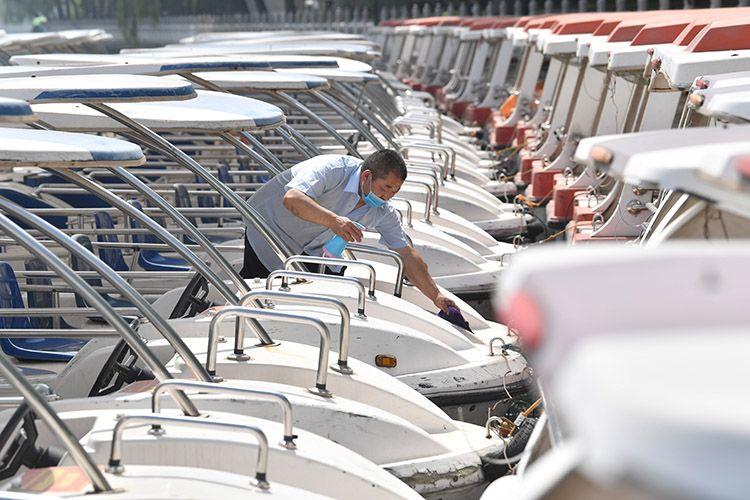 什刹海游船复航倒计时 消毒、安检进行中|组图图片