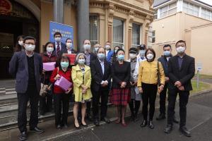 驻贝尔法斯特总领馆向侨胞第二次发放抗疫物资