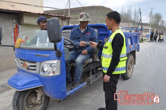 岷县申都乡道路管理所为群众安全出行保驾护航