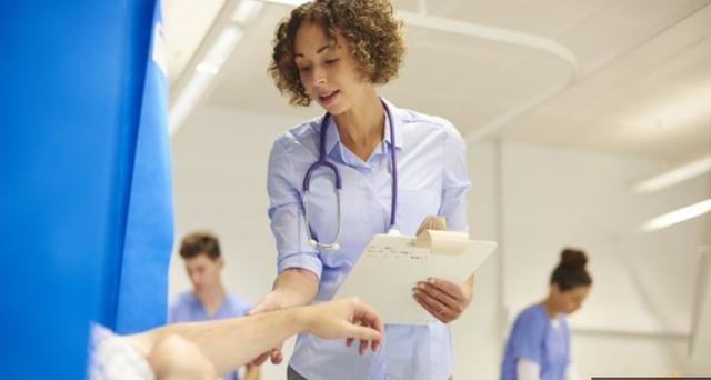 英国:年底前国家医疗卫生系统的等候病人可能多达1000万人