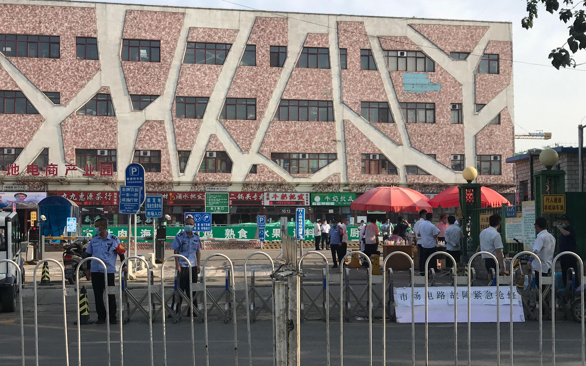 记者探访:新发地牛羊肉交易大厅封闭消杀,猪肉交易照常图片