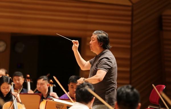"""忙于全球音乐家集体""""失业""""的指挥家俞龙是什么? 流行病"""