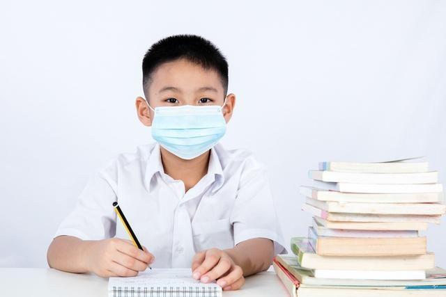深圳中小学学生和授课教师在校无须戴口罩 市教育局:要求各学校执行国家级文件