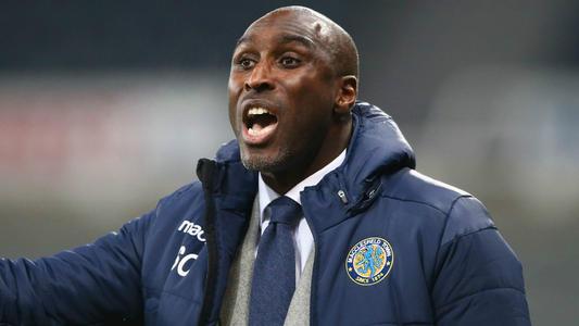 同样作为英格兰足坛传奇,坎贝尔只能混迹低级别联赛执教。