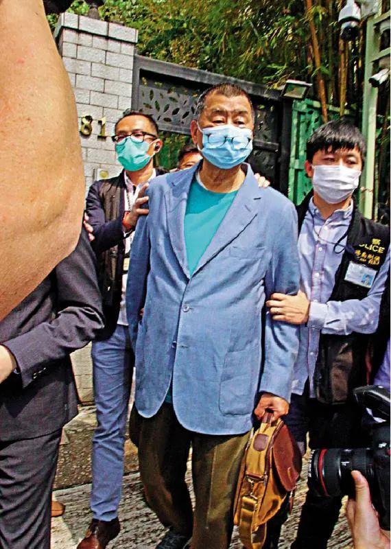 黎智英早先被香港警方逮捕 图源:香港大公报