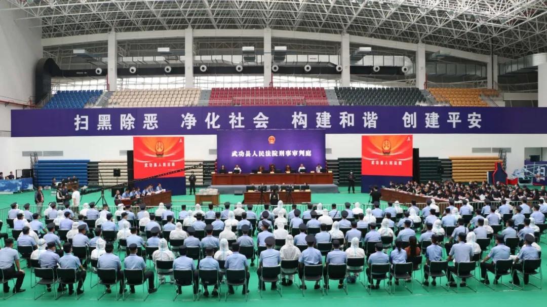 陕西省最大涉黑性质组织案开庭,56人被控17项罪名图片