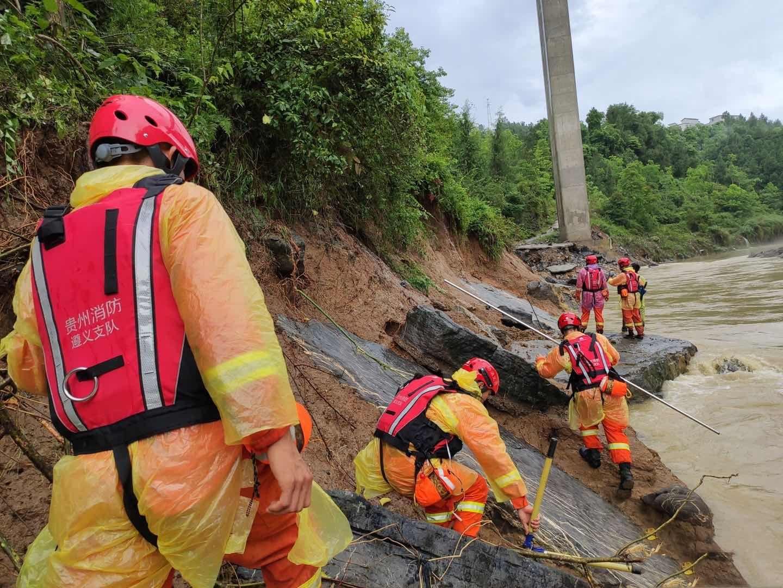 贵州正安强降雨致5人死亡8人失联,消防员河面展开搜索图片