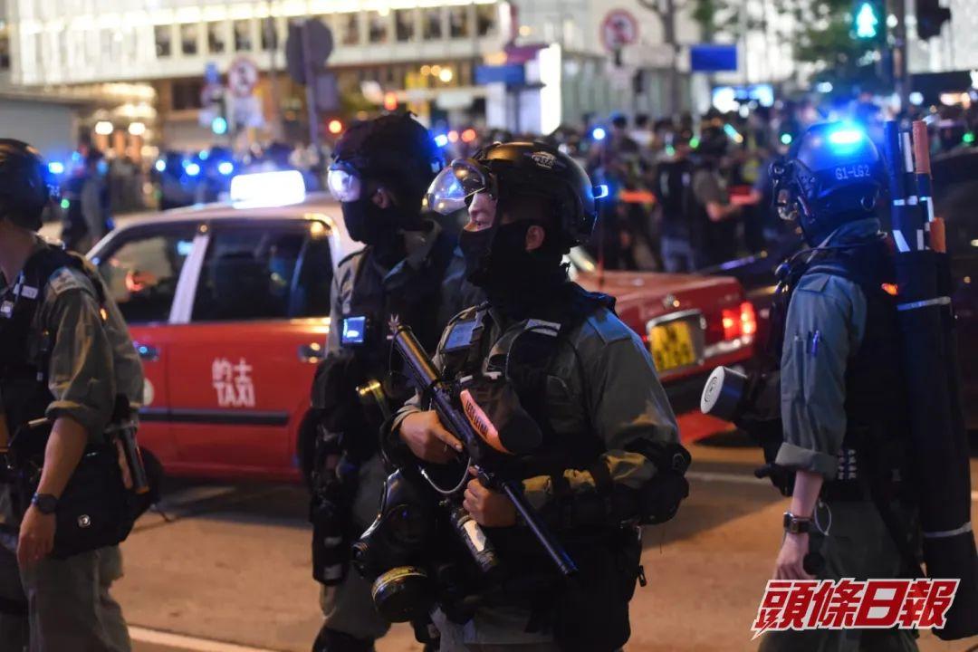 香港昨晚有人集结叫嚣 港警拘捕35人!图片