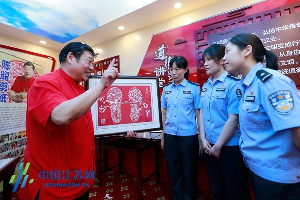 江苏南京:传承民间艺术 感受非遗魅力图片