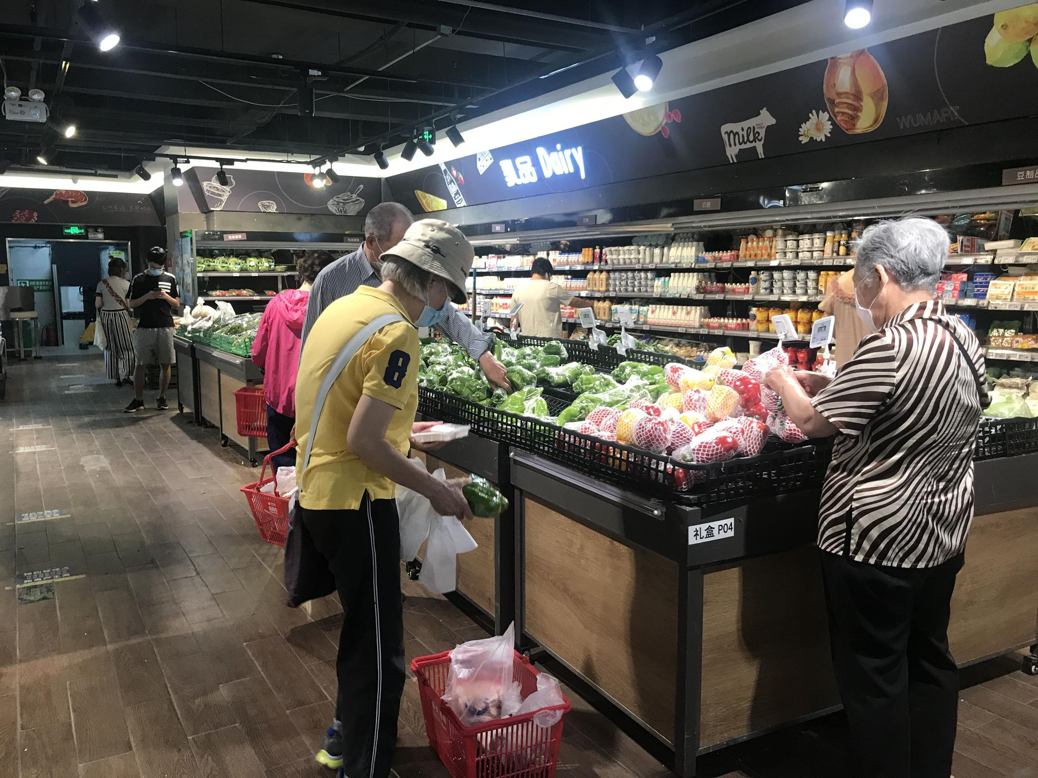 探访|北京商超正调增货源全力保供,有超市明示直供基地图片