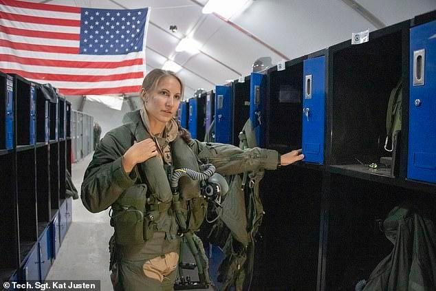 女飞行员首次驾驶美军最新F-35A隐形战斗机参加中东地区实战