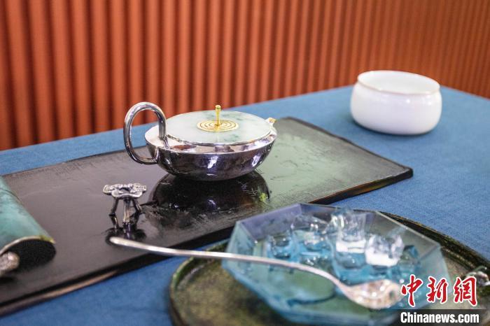 中国茶叶博物馆发布冰茶壶 还原传统茶水冰泡技艺