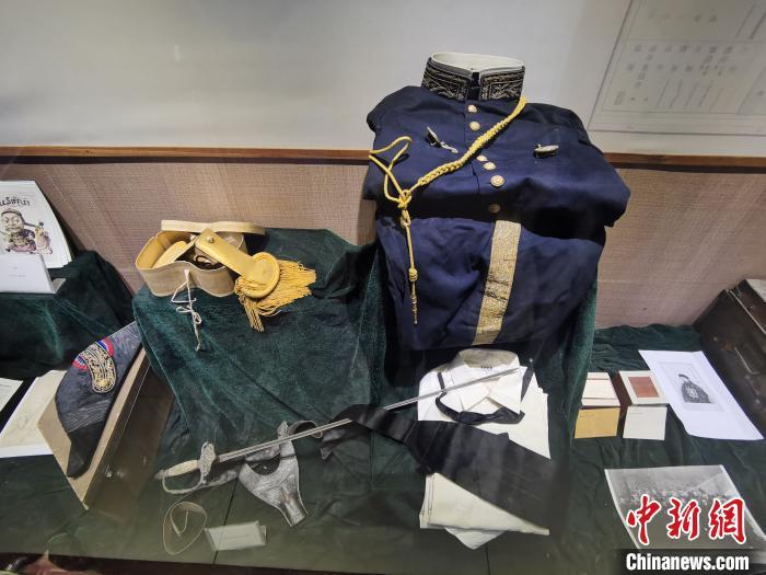 图为苏烈时任法国驻云南副领事兼二等翻译官的制服。 尧雪洲 摄