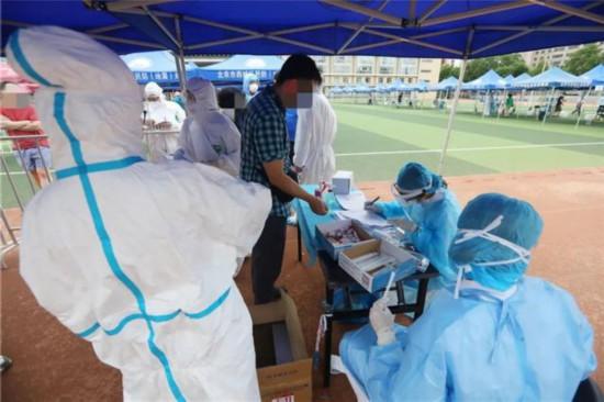 探访:战疫情抗高温!北京西城核酸检测现场高效运转图片