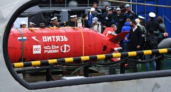 """美军舰机试图""""窥伺""""俄无人潜航器下潜 俄媒:美国人来晚了"""